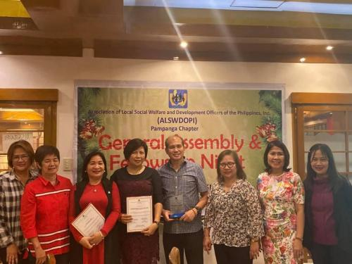 Hon. Teddy C. Tumang, Municipal Mayor, Receives his Award as the Most Outstanding Local Chief Excutive of the Province of Pampanga