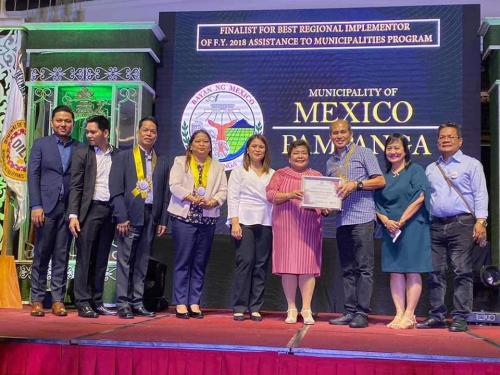 Hon. Teddy C. Tumang, Municipal Mayor, Receives the Recognition for Municipality of Mexico for being Recognized as one of the Model Local Government Unit